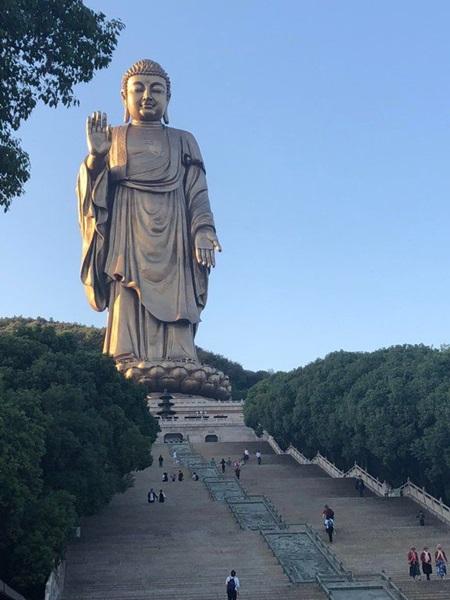 พระใหญ่หลิงซานต้าฝอ (Lingshan Grand Buddha: 灵山大佛) @ Pinterest Sarah Suelzle