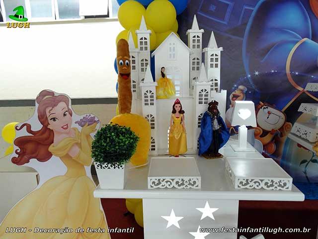 Decoração A Bela e a Fera para a mesa do bolo de aniversário