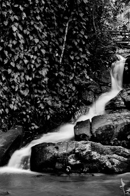 Estrada dos Romeiros - Pequena cachoeira encravada na região