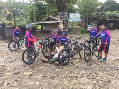 Photo gowes sepeda di curug pangeran gunung bunder