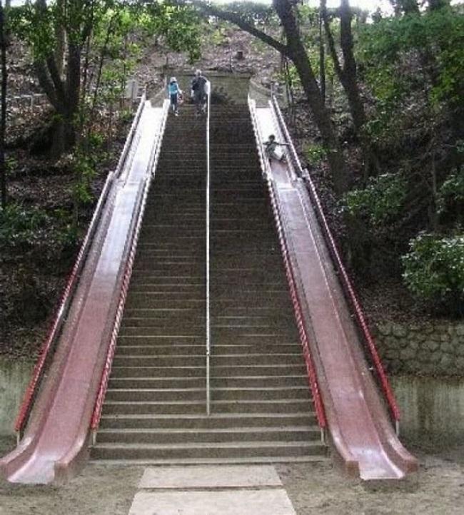 Escada com escorregador/Reprodução