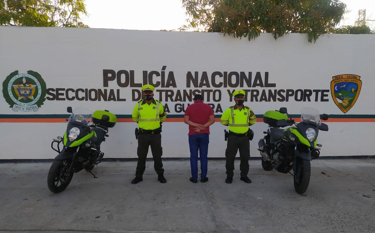 https://www.notasrosas.com/Policía Guajira lo sorprende en Riohacha, violando Medida de Detención Domiciliaria
