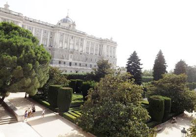 TURISMO: El Palacio Real de Madrid es fascinante por Kaiser Solano. Alpargata Viajera. España.