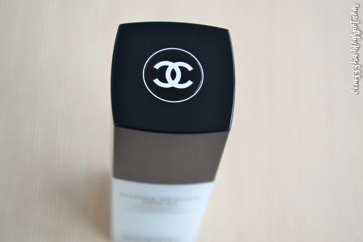 CHANEL Hydra Beauty Serum Hydration Protection Radiance Review & Swatches