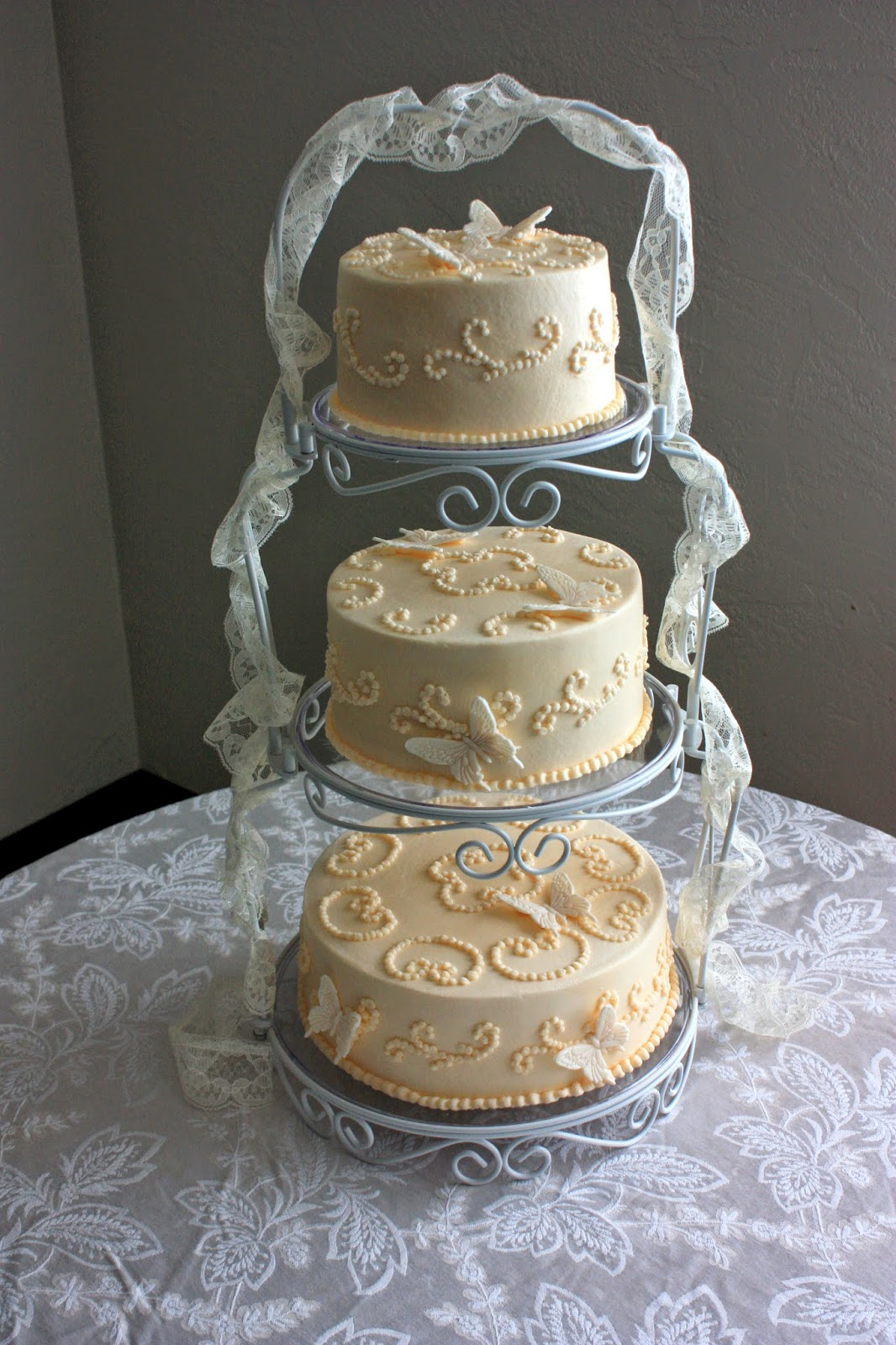 wilton cake stands wedding cakes a garden of cakes july 2014 27499