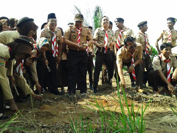Pramuka Kwarcab OKI Tanam Singkong di Lahan Seluas 7,5 Hektar