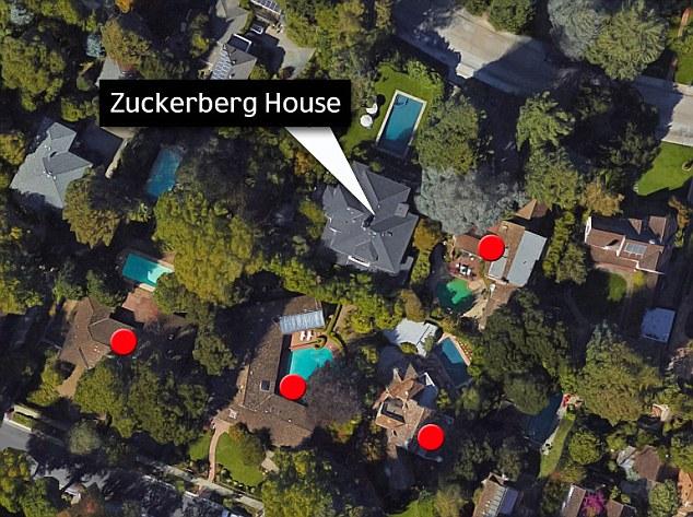 Mark Zuckerberg cubre la webcam de su computadora con cinta