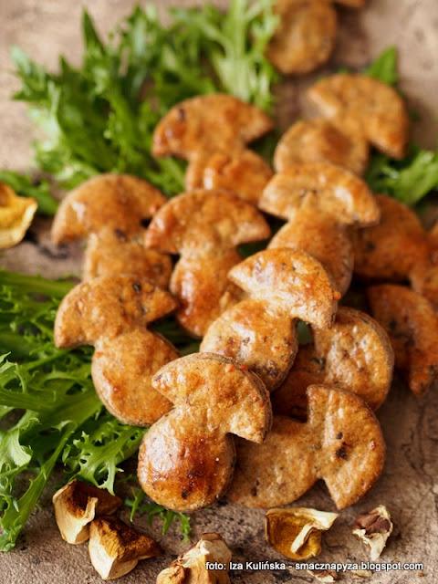 ciastka grzybowe, ciastka wytrawne, krakersy o smaku grzybowym, do schrupania, przekaska do piwa, ciasteczka imprezowe, domowe chrupadelka, chrupadelko, grzyby lesne