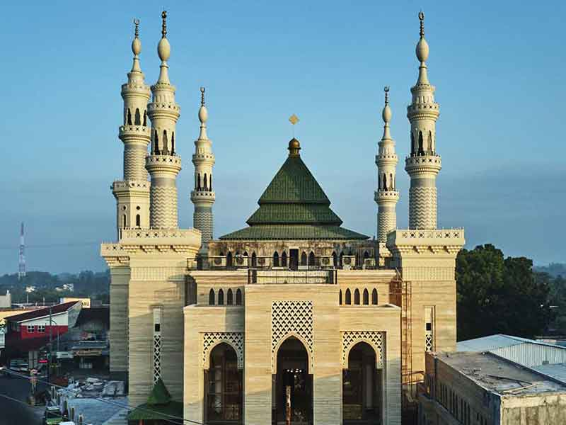 Antara Fagetti, Marmer Impor dan Keindahan Masjid Suciati Saliman