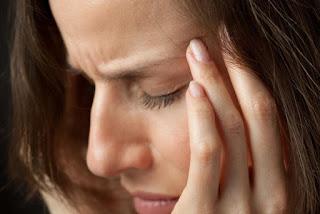 الصداع العنقودي هو صداع مؤلم غالبًا ما يبدأ هذا الصداع في الليل ، ويجعلك تشعر بألم خلف عينك أو على جانب واحد من رأسك. وهو يختلف بشكل كبير عن أنواع الصداع الأخرى