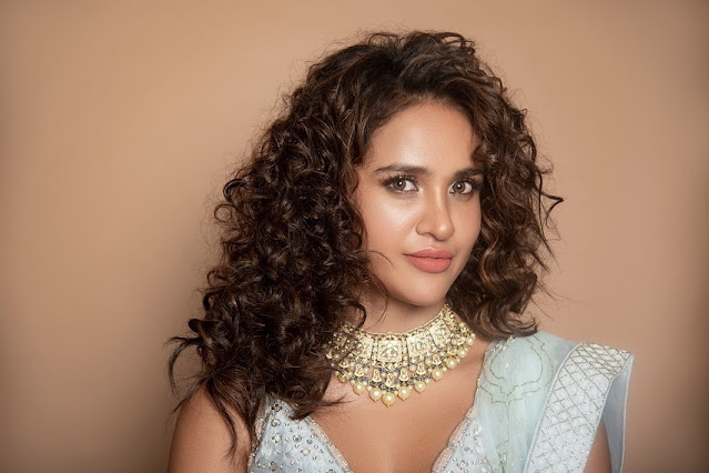 Aisha Sharma  (Indian Actress) Wiki, Biography, Age, Height, Family, Career, Awards, and Many More...