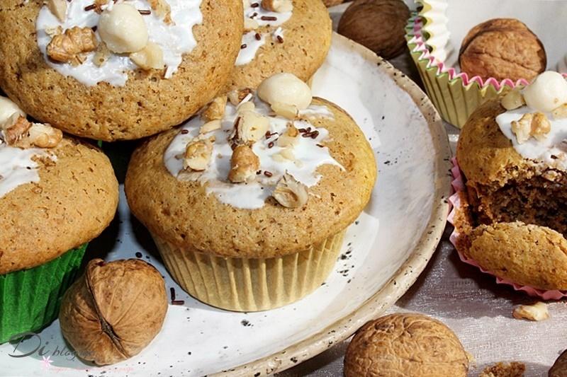 Muffinki z orzechami włoskimi i syropem klonowym