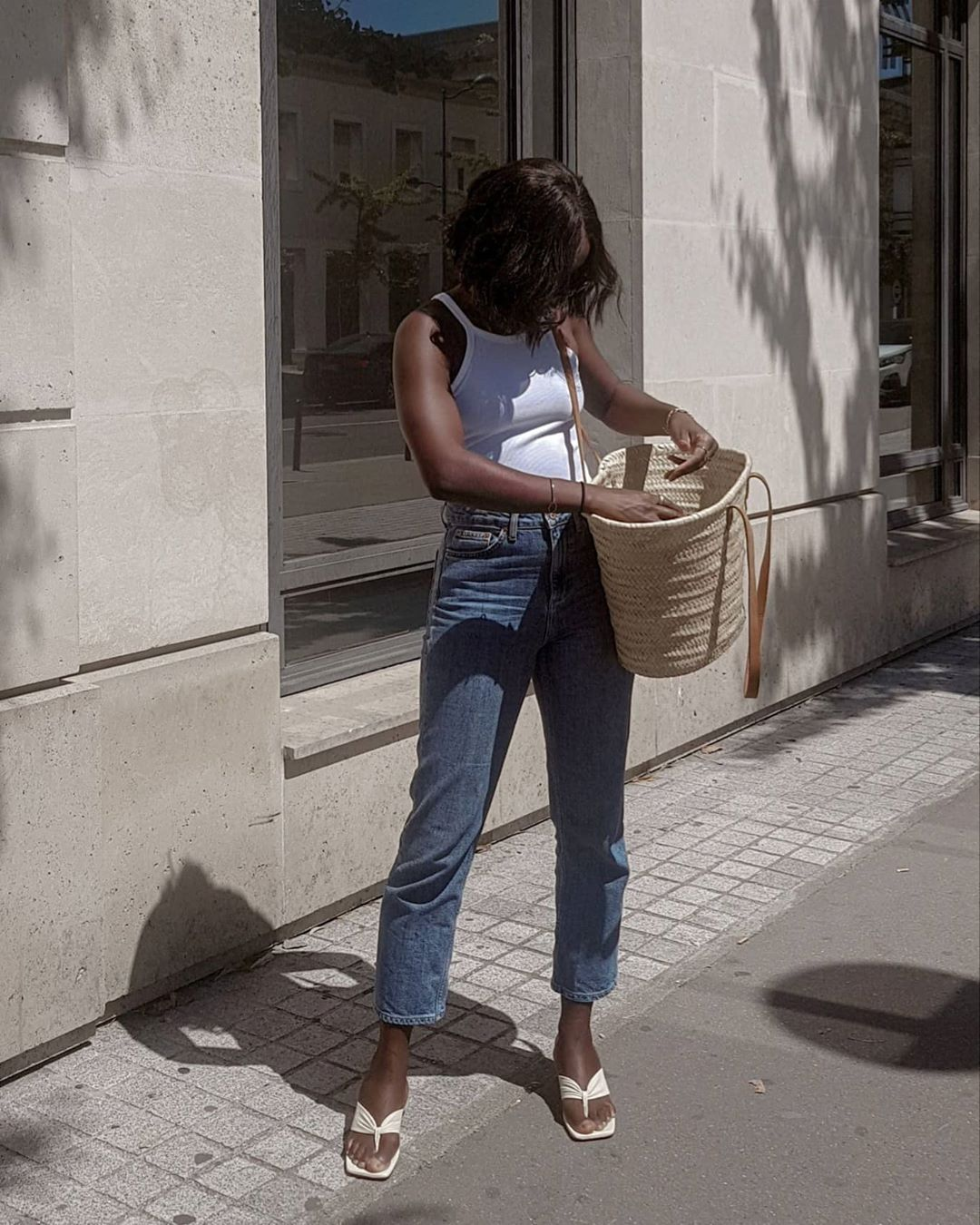 A Classic Jeans and Tank Outfit To Try This Weekend