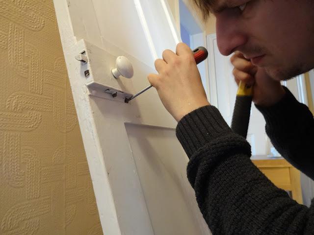 removing rim lock