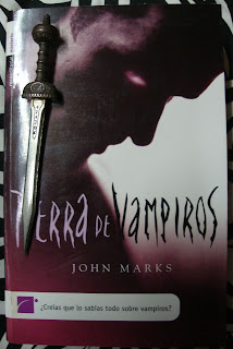 Portada del libro Tierra de vampiros, de John Marks