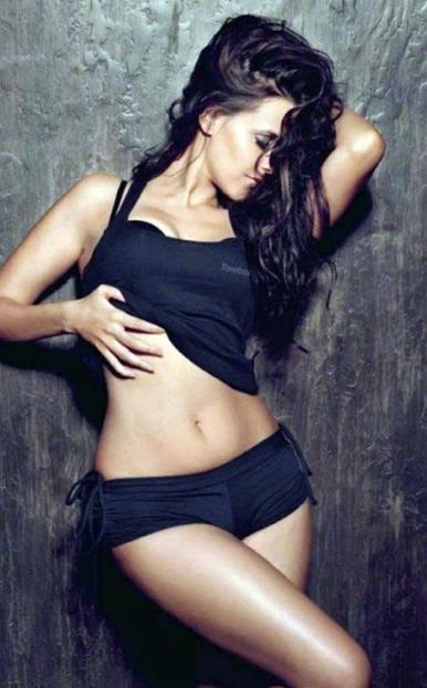 Neha Dhupia Wardrobe Mulfunction at Bollywood Award Function