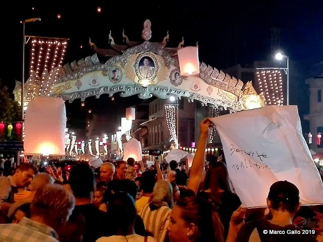 YEE PENG, FESTIVAL DE LAS LINTERNAS. Chiang Mai, Tailandia