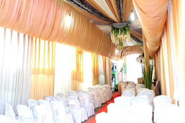 Dekorasi pernikahan yang di selenggarakan di rumah