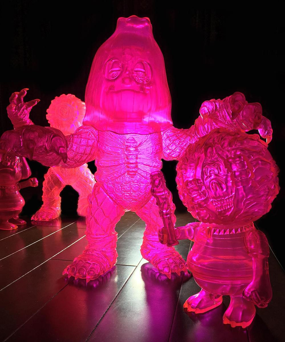 KEEP WATCH kun   BEAST Guy in NEON PINK from BlackBook Toy (for Sept 16  Release) f3a3fc45584