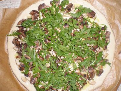 PIZZA DE POLLO, SETAS Y PASTA DE JENGIBRE Y AJO la cocinera novata receta cocina gastronomia italia masas
