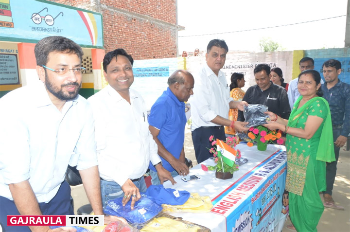 rotary-club-t-shirt-distribution