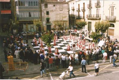 Partida de ajedrez gigante en Sant Sadurní en 1990