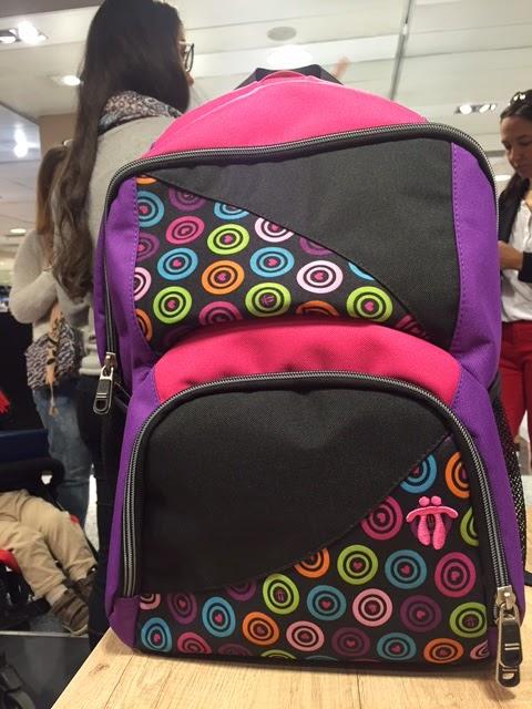 La mochila en si es una pasada, mi hija no para de contar los bolsillos, que son muchos, y se puede customizar cada una de las 38 piezas de las que se