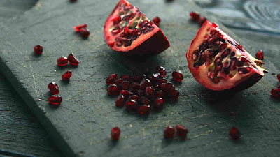 can dogs eat pomegranate seeds, are pomegranate seeds bad for dogs