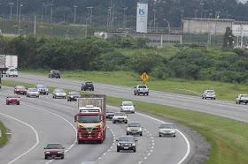 Governo cria multa para motorista que dirigir sem luz baixa nas estradas durante o dia