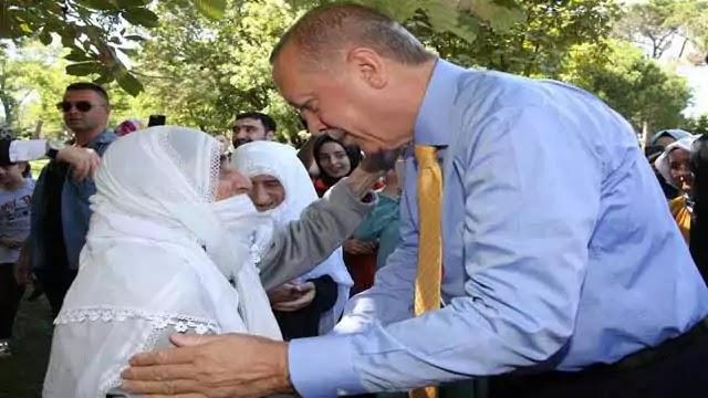 tayyab-erdogan-helping