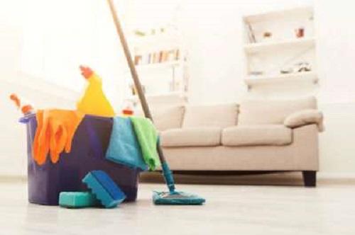 Συνεργείο αναλαμβάνει καθαρισμούς σε Άργος και Ναύπλιο