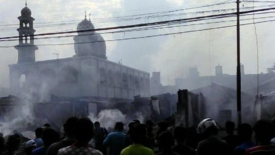 Allahu Akbar! Masjid Ini Tak Tersentuh Api Saat Terjadi Kebakaran Hebat (Video)
