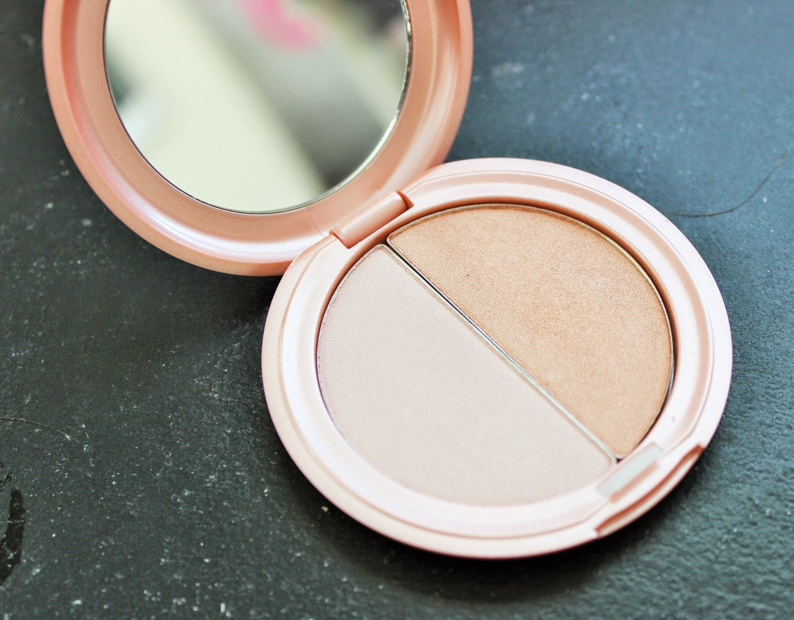Stila Highlight Kitten Powder Review Swatch