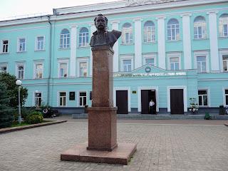 Житомир. Памятник И. Я. Франко возле университета