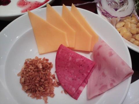 チーズ・サラミ ホテルエミシア札幌カフェ・ドム
