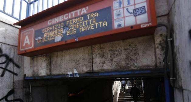 Roma, aggrediscono personale Atac all'ingresso della metro