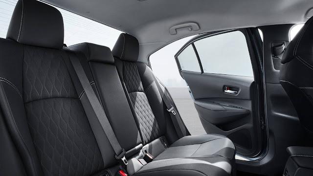 Novo Corolla 2020 Híbrido Flex - espaço traseiro