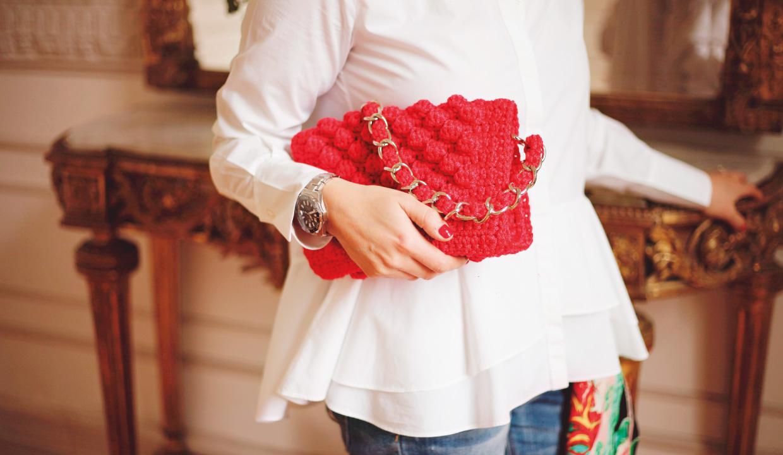 Cartera modelo Poppy rojo de crochet y cadena