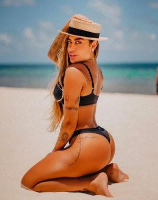 Irmã de Neymar empina bumbum e sensualiza para câmera