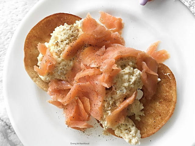 Salmon and Scrambled Eggs on Thin Bagels, Salmon breakfast recipe