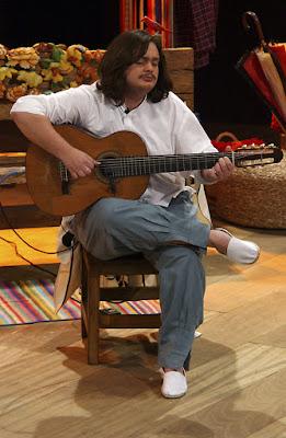 Sob direção do documentarista Pablo Francischelli, a faixa faz uma viagem no tempo desde as origens violão de 7 cordas até o presente, além de projetar o futuro do instrumento. A atração vai ao ar na terça-feira (6/9), às 22h.