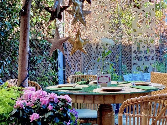 Salvador Bachiller Madrid グランビアの屋上ガーデンカフェのテーブルセット