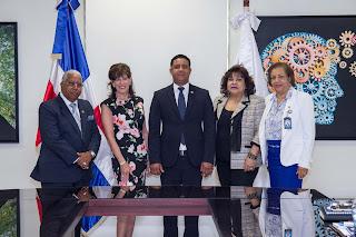 Embajadora de los Estados Unidos visita el Instituto Técnico Superior Comunitario