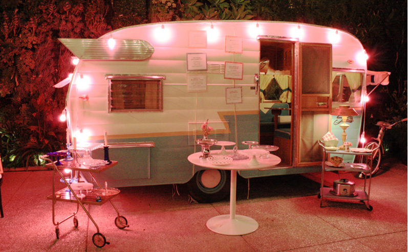 Decoration and Co Vintage Cupcake Trailer