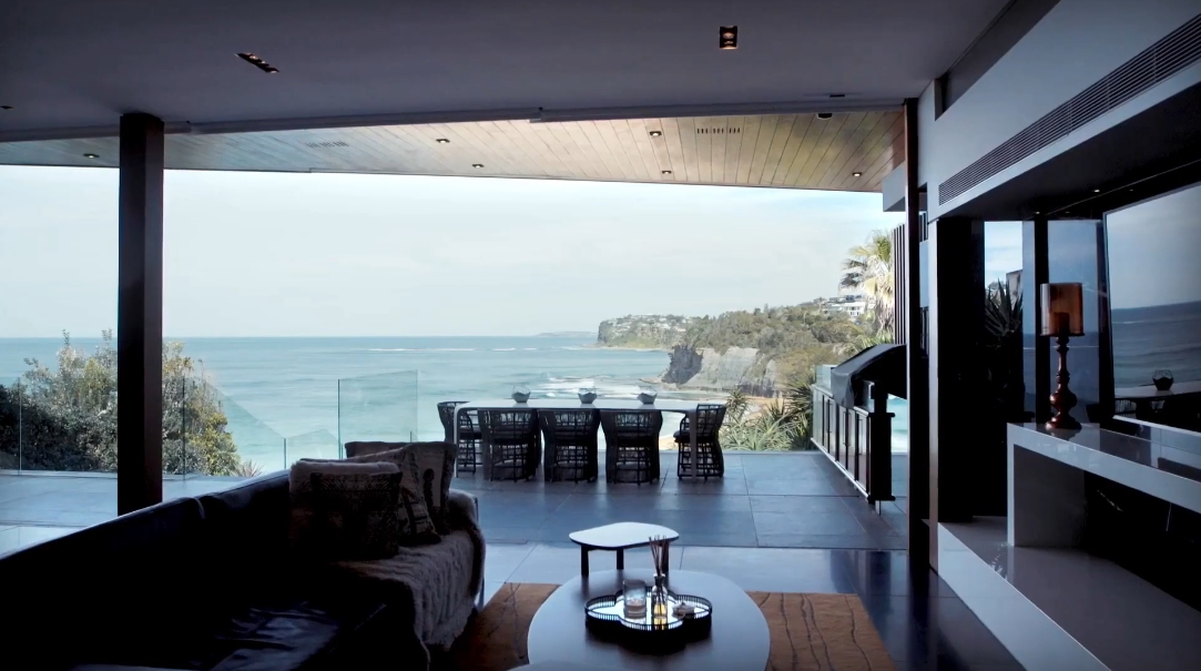 19 Interior Design Photos vs. 32 The Serpentine, Bilgola Beach Luxury Home Tour