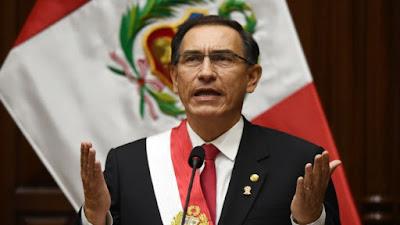 Congreso de Perú abre camino a la destitución del presidente Vizcarra