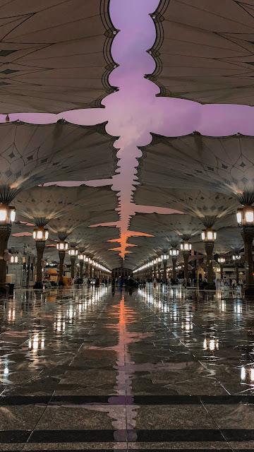 خلفية هاتف تصوير مظلات المسجد النبوي عند غروب الشميس صورة إحترافية وجميلة