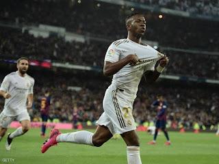 ريال مدريد يحسم الكلاسيكو والصدارة..ويسجل هدف من أول لمسه