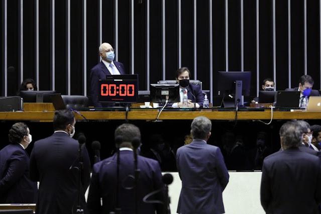 Câmara aprova em segundo turno PEC que adia eleições municipais para novembro