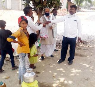 जौनपुर : मां कला सेवा संस्था, प्रधानाचार्य विक्टर व अमर इण्टर कालेज ने लोगों की मिटाई भूख | #NayaSabera